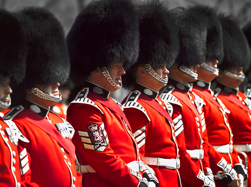British soldiers in red uniform in London, one of the Best Places to Visit in England
