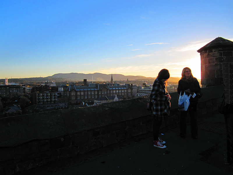 people watching the sunset from the castle, one of the Things to Do during 3 days in Edinburgh