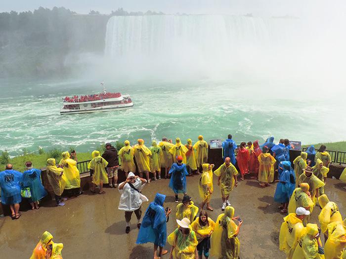 people at Niargara Falls