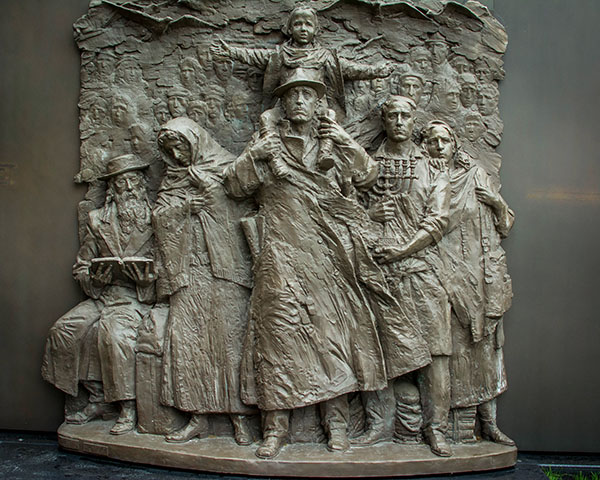 a bronze placque at the Jewish Museum