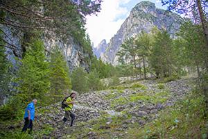 2 men hiking in Friuli