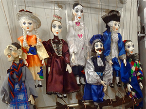 seeing marionettes in a shop, one of the things to do in Prague