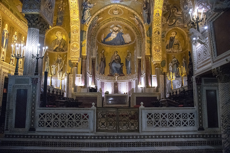 an ornate church with gold leaf - airports in sicily