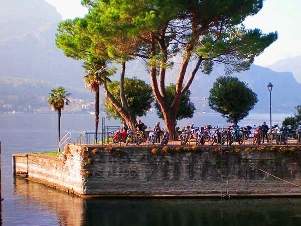 people enjoying the view of a lake, seen on a day trip from Milan