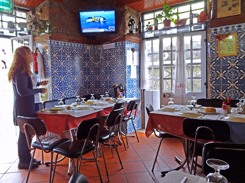 image of the inside of a typical Portuguese restaurant