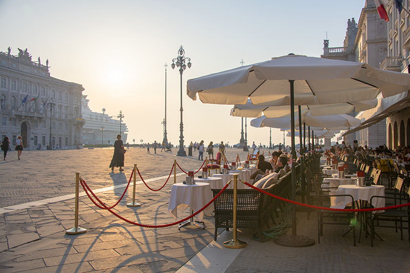 one of my best travel experiences in Italy - visiting the Piazza Unità d'Italia in Trieste