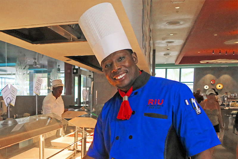 A chef with Jamaican food at the Riu Palace