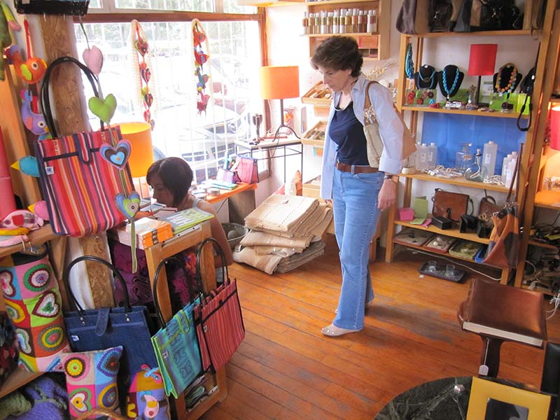 a woman shopping, one of the best things to do in Mexico City