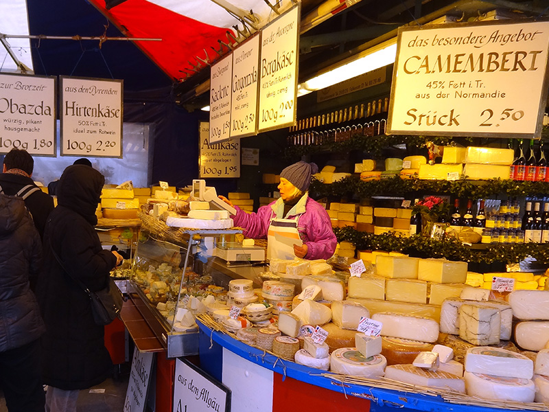 Visiting the Viktualienmarkt, one of the things to do in Munich