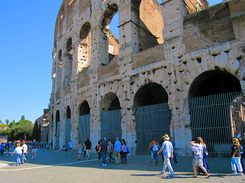 The Colosseum, one of the places to visit in Rome