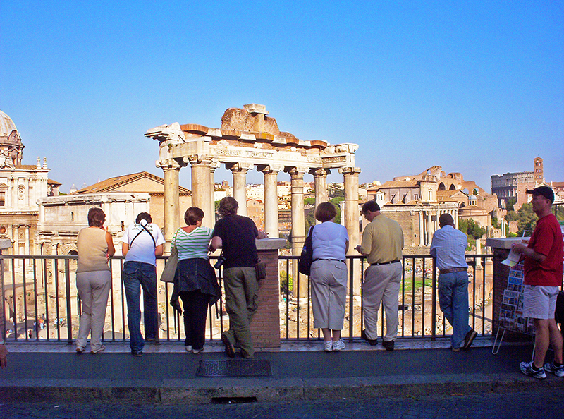 people looking at teh Roman forum, one of the Roman places at the top of the list