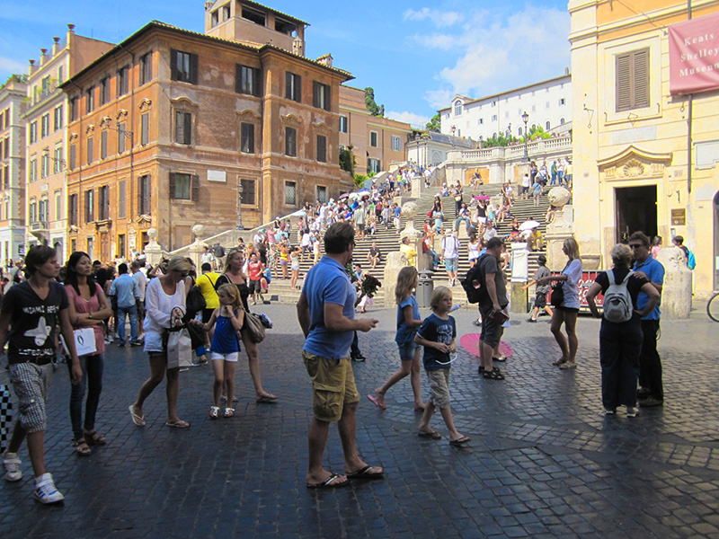 crowds on the Spanish Steps, one of the places in Rome that attracts many tourists