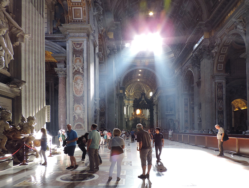 people in St. peter's, one of the places to visit in Rome
