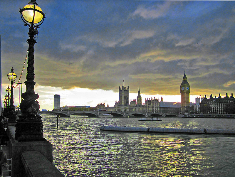 walks in London along the Thames at sunset