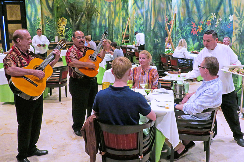 musicians serenating people at a Mayan riviera resorts all inclusive