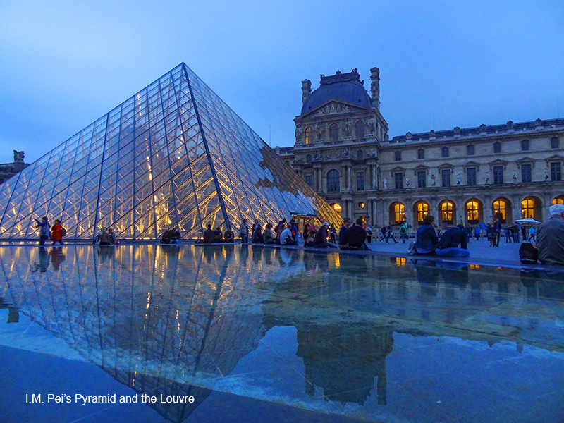 the Louvre in photos of Paris