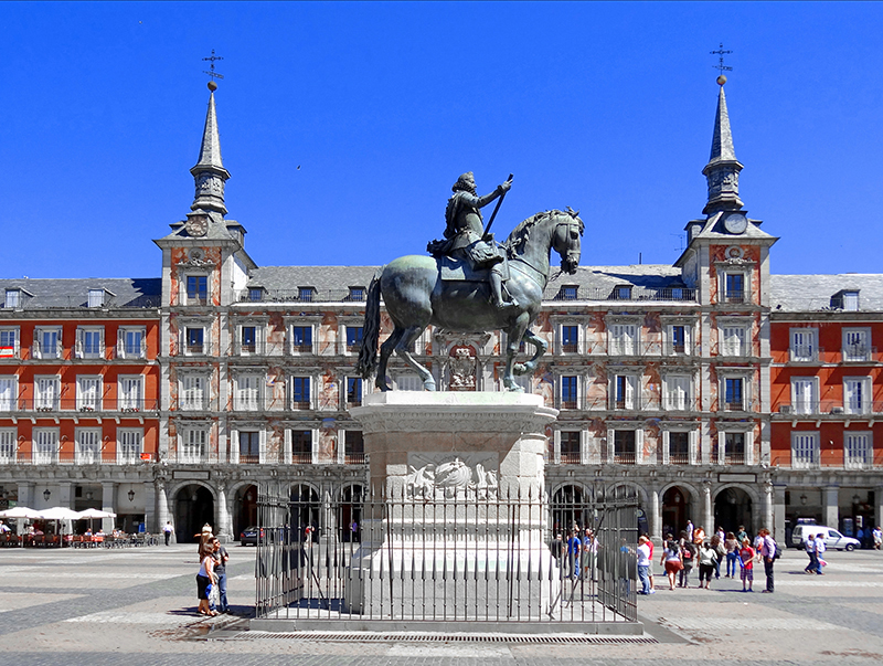 Photos of Madrid - people in a plaza
