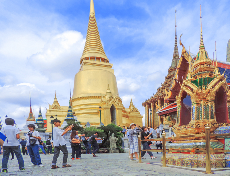 people visiting the Grand Palace, one of the things to do in Bangkok