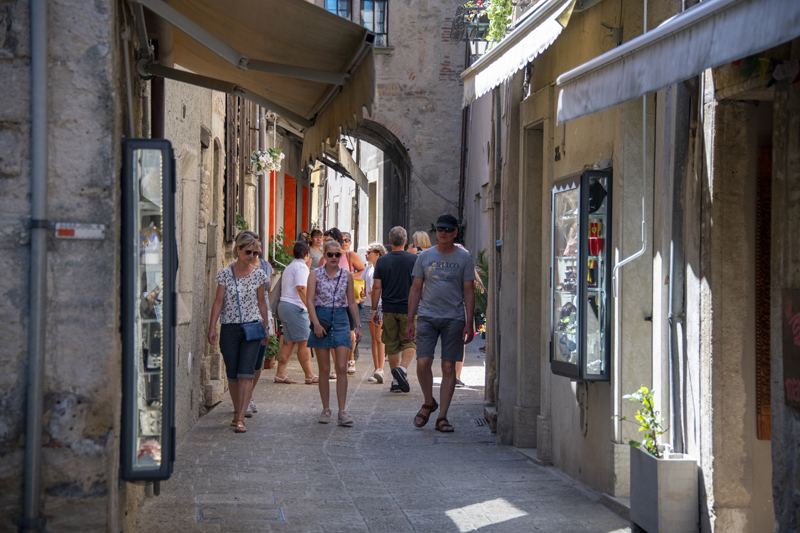 people shopping, one of the things to do in San Marino