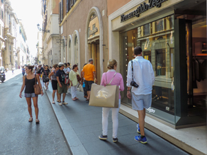 people shopping, one of the things to do on walks in Rome