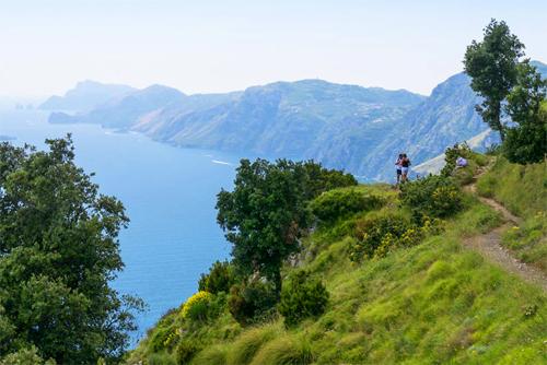 Hikers along the Sentiero degli Dei