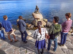 people looking at the Little Mermaid