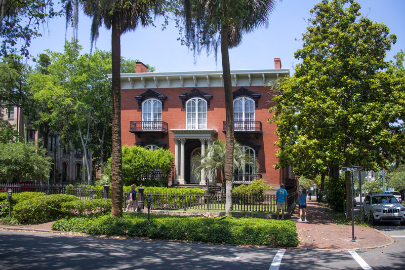 people visiting a historical house, one of the things to do in Savannah