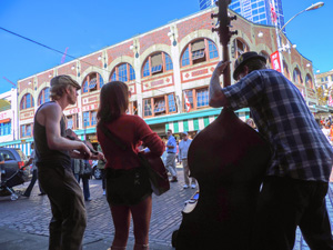 people listening to street musicians - one of the things to do in Seattle