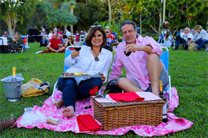 people having a picnic in one of Florida's botanical gardens