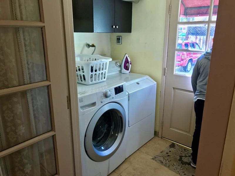 Nice laundry room - Hostel Obispo - San Luis Obispo | Nevertooldtotravel.com | Gary House