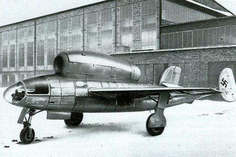 Henschel Hs 132 German dive bomber
