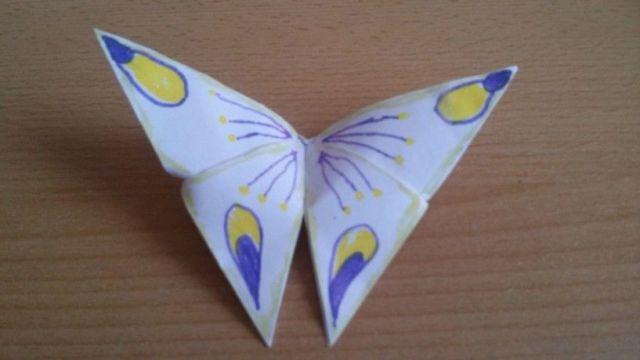 Papírový motýlek