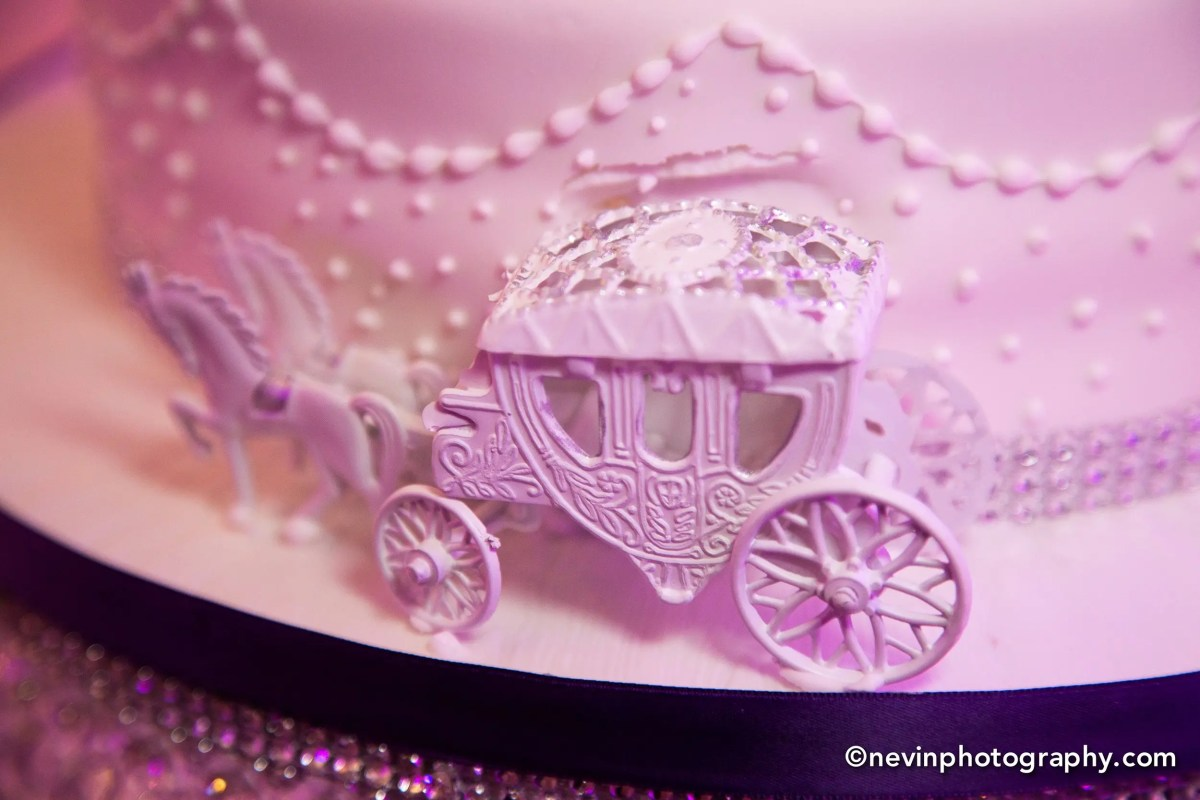 Clontarf Castle Wedding Cake with Carriage