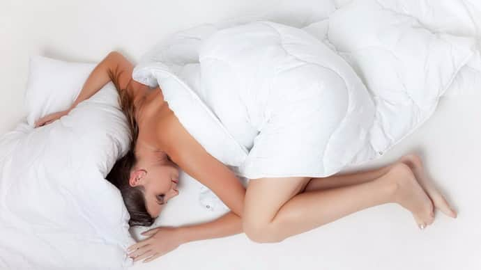 Πώς να καταλάβετε γιατί ένα άτομο συσπάται όταν κοιμάται