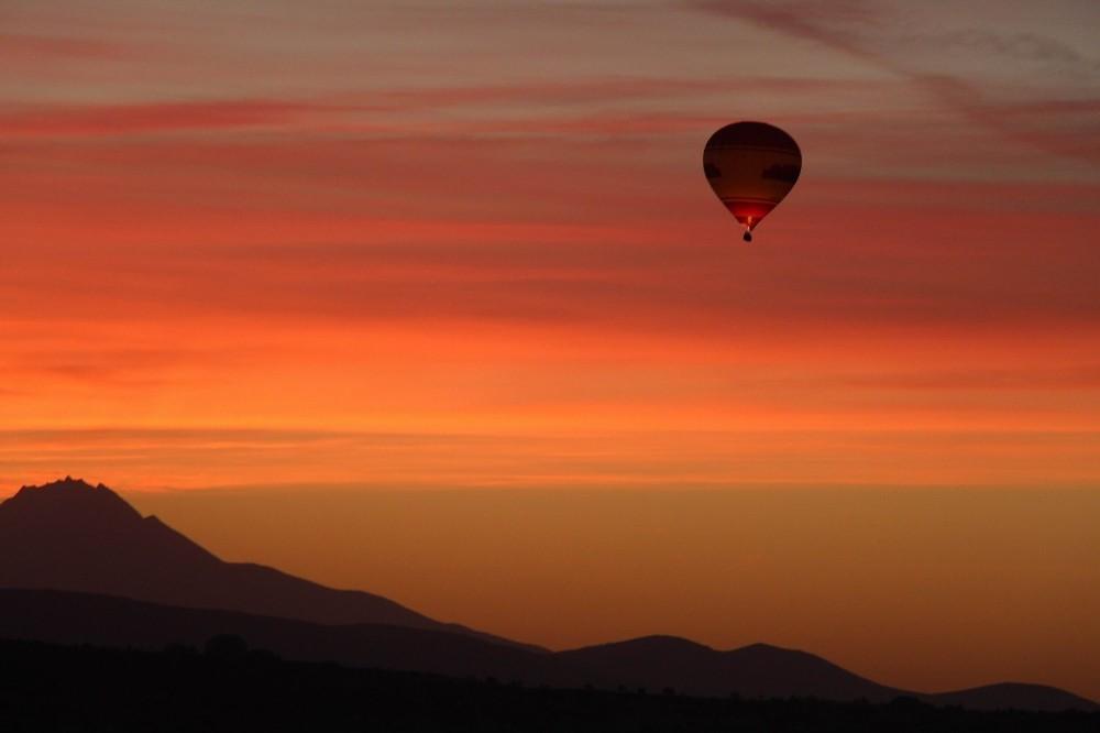 Kapadokya'da balonların gökyüzünde muhteşem dansı