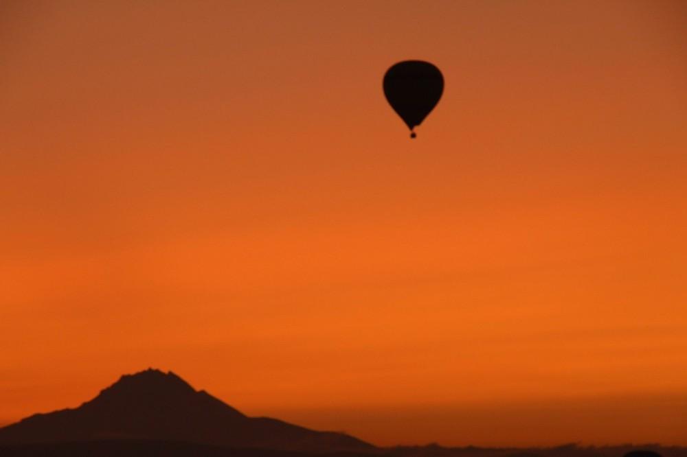 Kapadokya'da gün doğumunu gökyüzünde karşılıyorlar