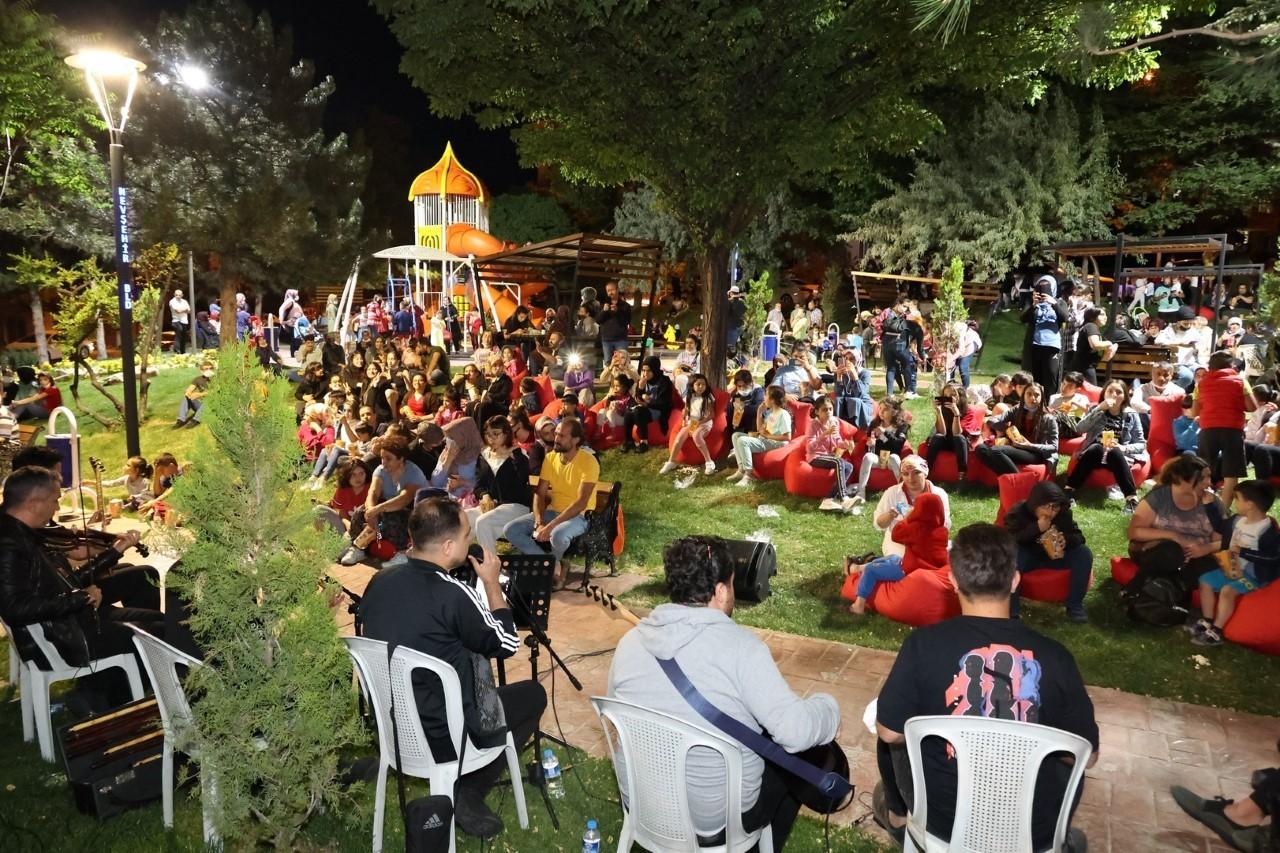 Nevşehir'de mahalle konserleri başladı
