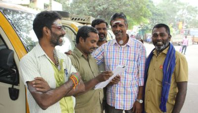 Photo 1: Auto drivers participating eagerly in Vinavu's survey, Chennai.