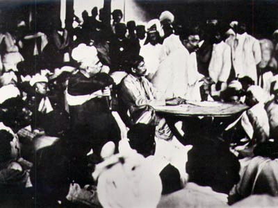 காங்கிரசு கூட்டத்தில் உரையாற்றும் பாலகங்காதர திலகர்