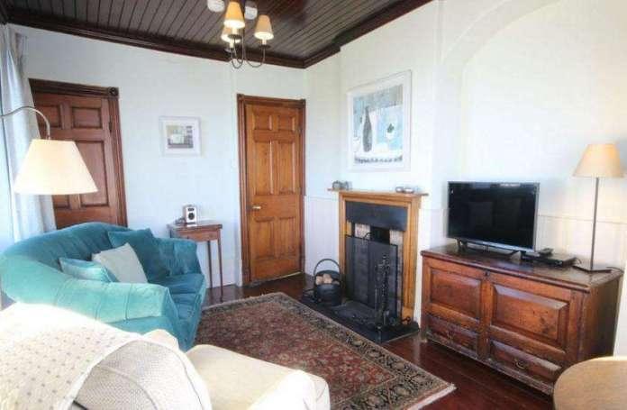 drawing room in daydon castle