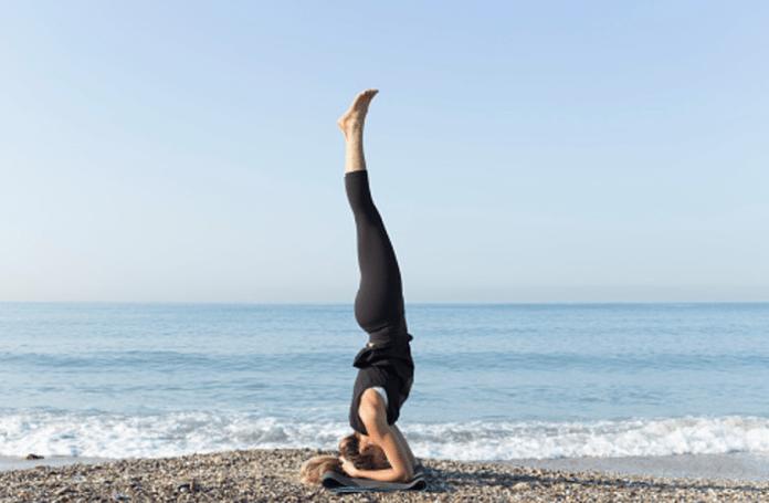 Shirshasana Benefits: दिमाग को एक्टिव रखने के लिए करें शीर्षासन