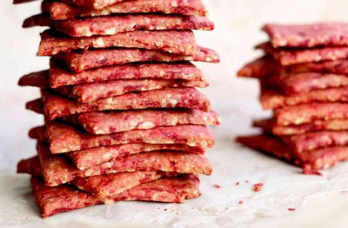 HEALTHY RECIPE : ऐसे बनाएं गुलाब बीटरूट मठरी