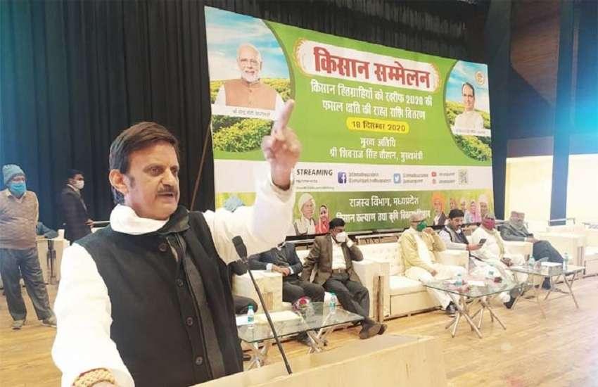 किसान सम्मेलन को संबोधित करते विधायक राजेंद्र शुक्ला