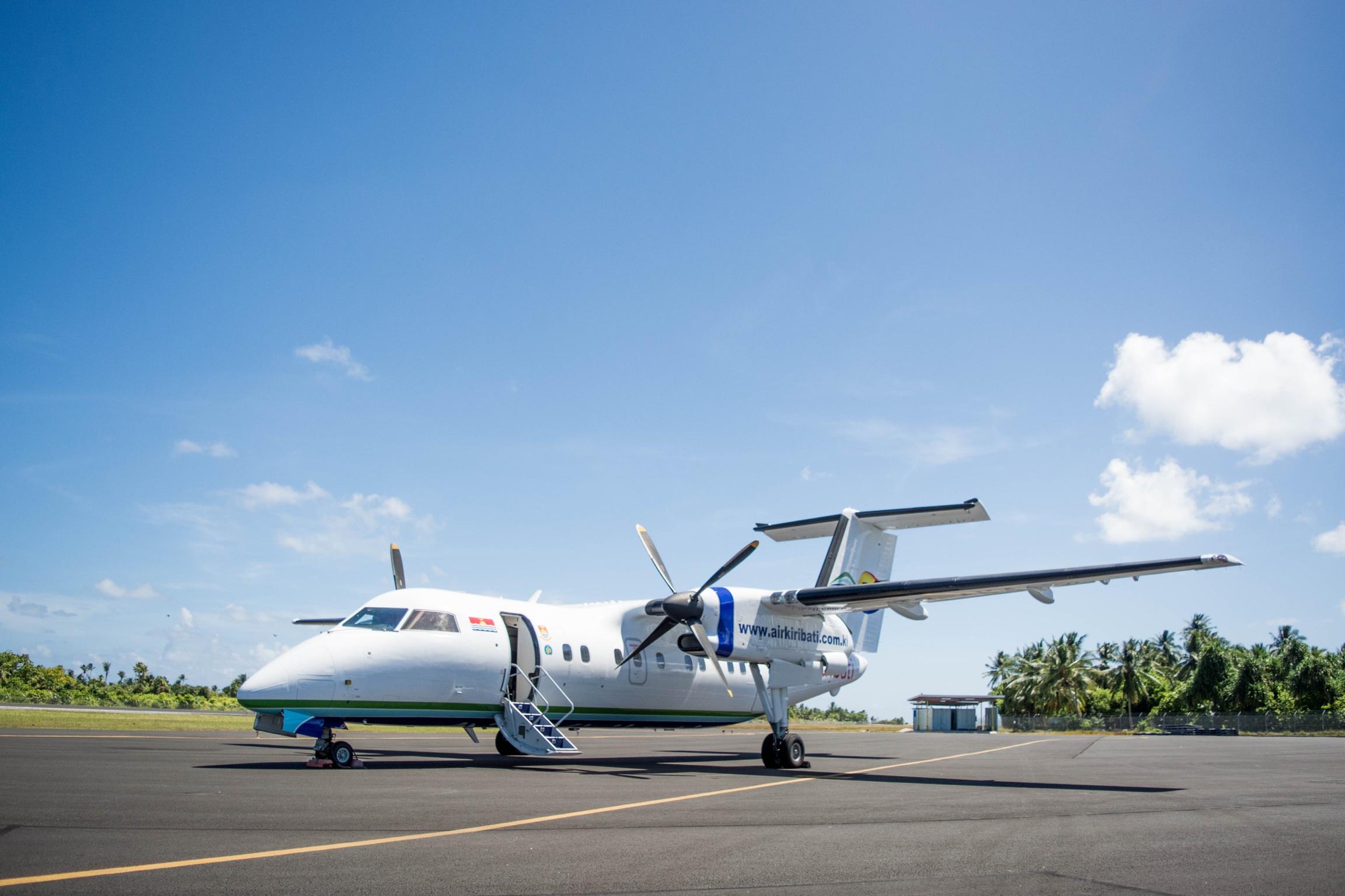 Resultado de imagen para Air Kiribati Dash 8-100 png