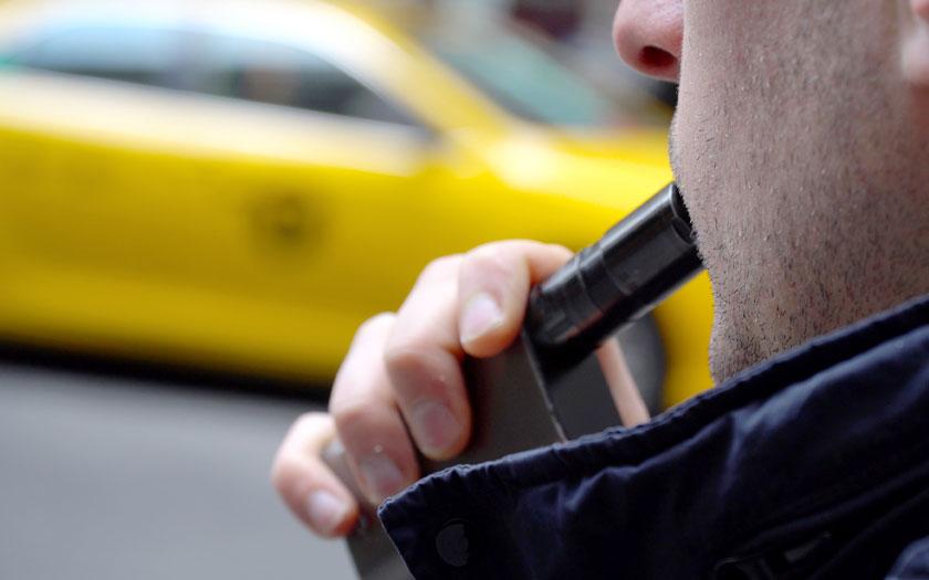 New York E-Zigarette Vaporizer Dampfer Rauchen (Bild: Shutterstock)