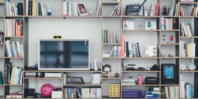 Branje in gledanje televizije imata na možgane nasproten učinek.