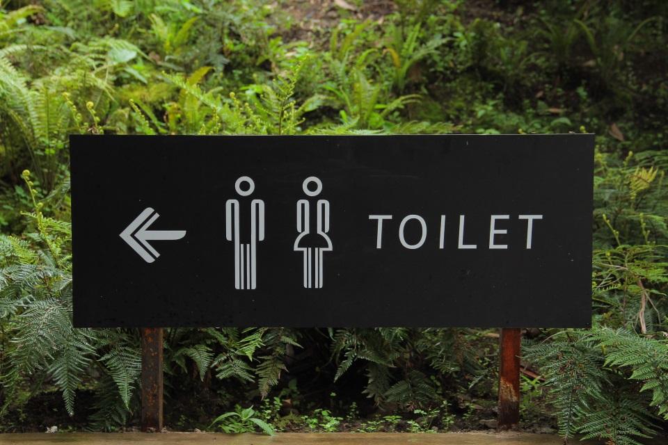 Znak za toaleto