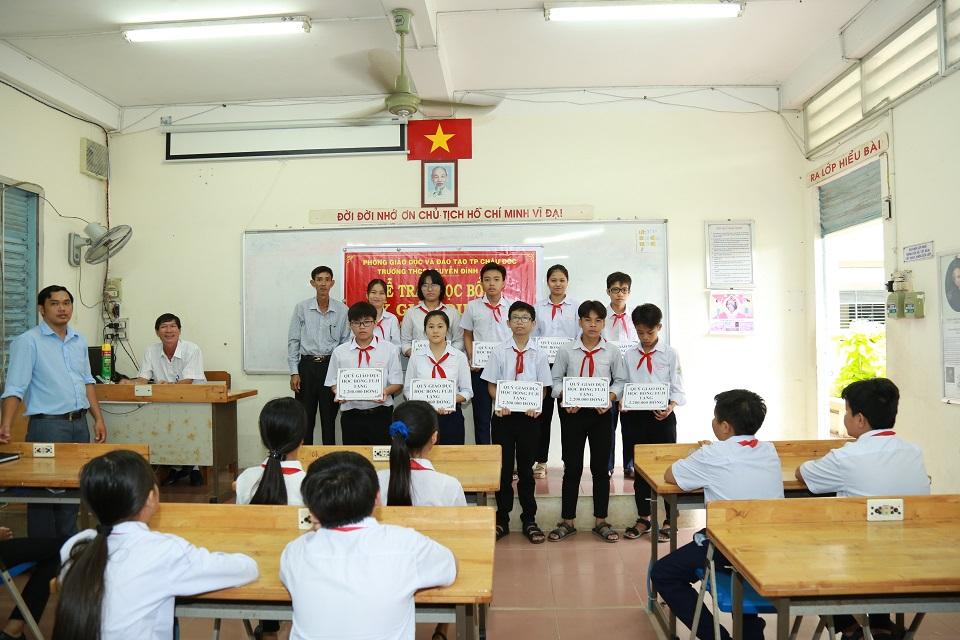 グエン・ディン・チュー中学校