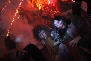 Best Halloween Theme Parks: Queen Mary Dark Harbor 2011 two monsters