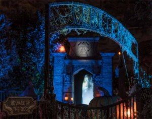 House at Haunted Hill 2013 cemetery gate